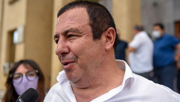 Гагик Царукян отвечает на вопросы журналистов после выхода из здания суда (19 июня 2020). Еревaн - Sputnik Армения