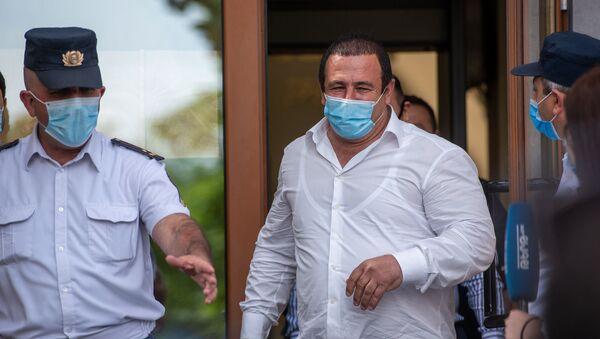 Гагик Царукян выходит из здания суда (21 июня 2020). Еревaн - Sputnik Армения