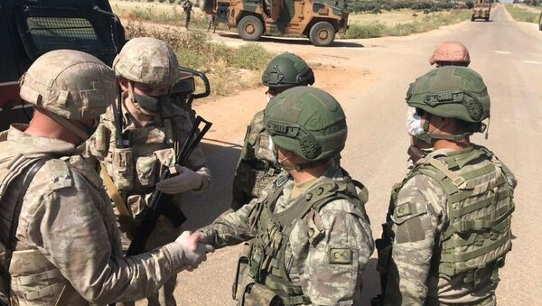Российские и турецкие военные патрулируют сирийскую трассу Алеппо-Латакия - Sputnik Армения