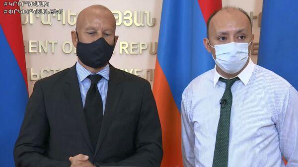 Врач из Франции Александр Миньон (слева) на онлайн брифинге (22 июня 2020). Еревaн - Sputnik Արմենիա