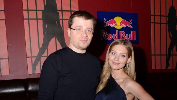 Гарик Харламов и Кристина Асмус во время посещения мюзикла CHICAGO в Москве - Sputnik Արմենիա