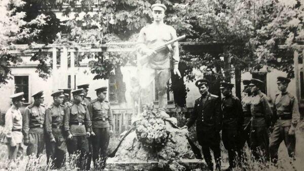 Памятник герою ВОВ Макару Степаняну - Sputnik Արմենիա