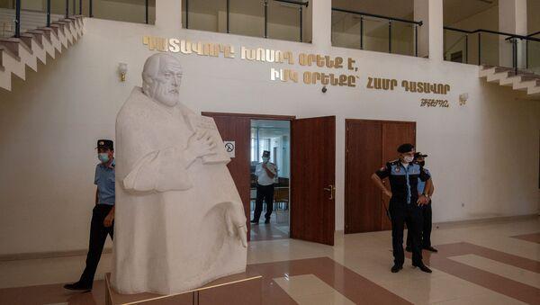 Фойе суда первой инстанции общей юрисдикции административного района Шенгавит перед началом судебного заседания по делу 1 марта (23 июня 2020). Еревaн - Sputnik Армения