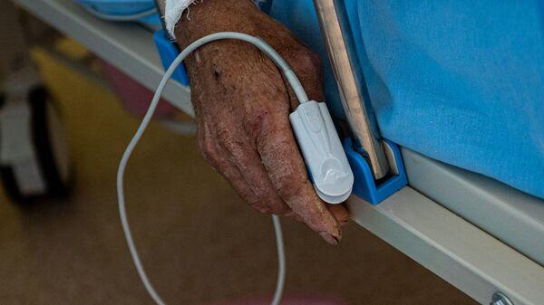 Пациент в реанимации медцентра Арташат - Sputnik Արմենիա