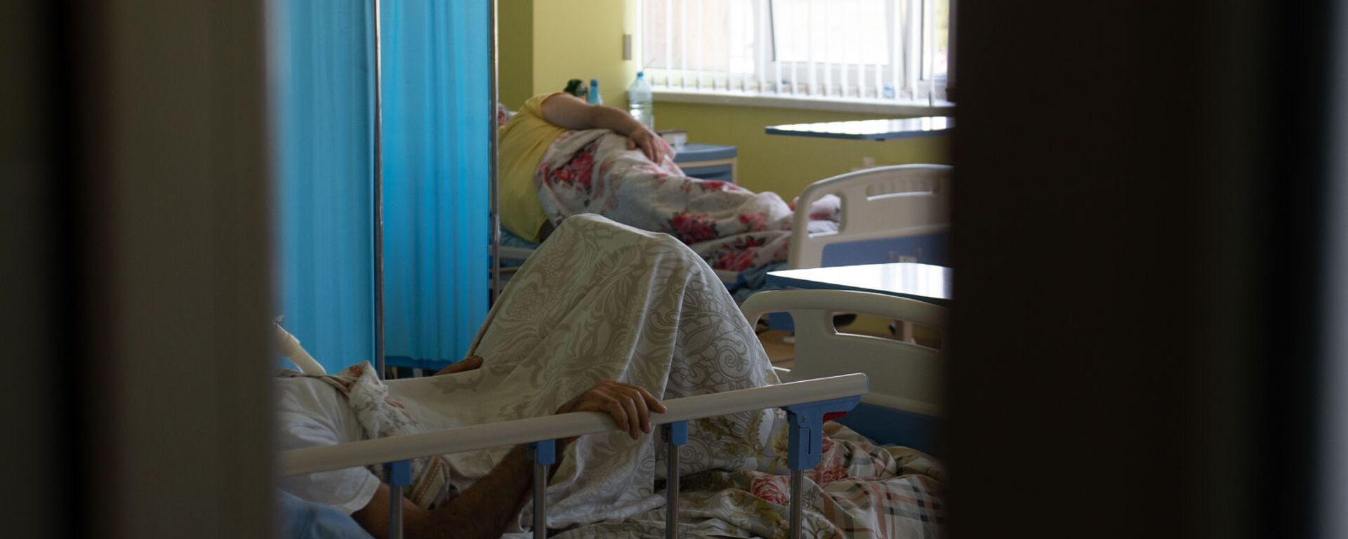 Пациенты в реанимации медцентра Арташат - Sputnik Армения, 1920, 22.09.2021