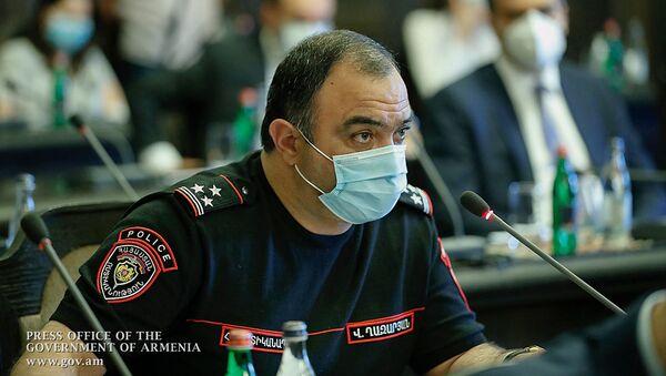 Начальник полиции Ваге Казарян на заседании правительства (25 июня 2020). Еревaн - Sputnik Армения