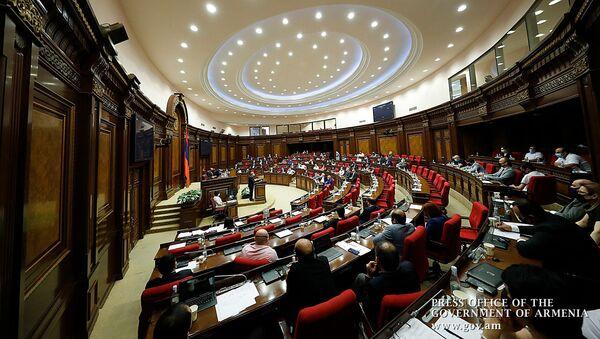 Выступление премьер-министра Никола Пашиняна в Национально собрании (25 июня 2020). Еревaн - Sputnik Армения
