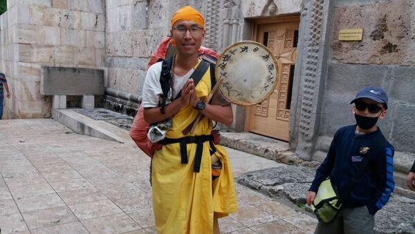 Буддист из Японии Кенсин Гера в монастыре Агарцин (26 июня 2020). - Sputnik Армения