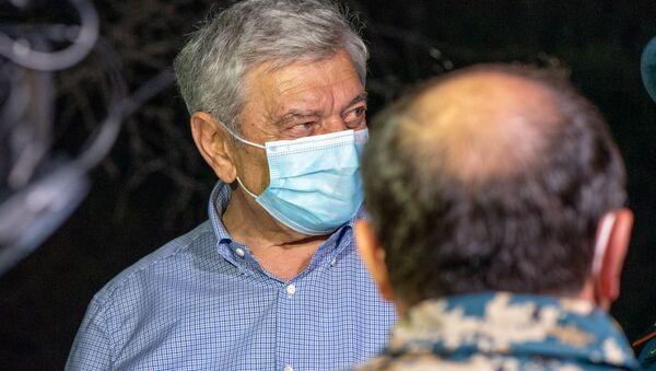 Министр по чрезвычайным ситуациям Феликс Цолакян на месте пожара в Цицернакаберде (26 июня 2020). Еревaн - Sputnik Արմենիա