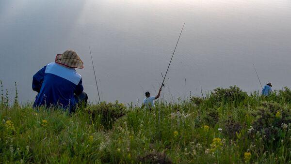 Рыбаки у озера - Sputnik Արմենիա