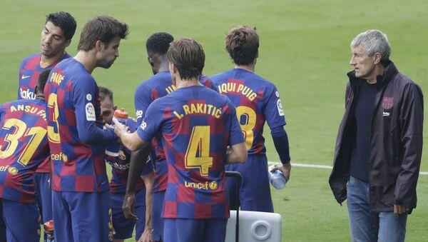 Игроки ФК Барселона с главным тренером команды Кике Сетьеном - Sputnik Армения