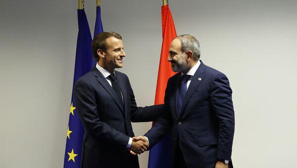 Встреча премьер-министра Армении Никола Пашиняна и Президента Франции Эммануэля Макрона в рамках саммита НАТО (11 июля 2018). Брюссель - Sputnik Армения