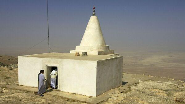 Езидский храм на самой высокой вершине гор Синджар на севере Ирака - Sputnik Армения