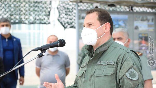 Министр обороны Давид Тоноян во время проверки санитарных норм летнего призыва (1 июня 2020). Еревaн - Sputnik Արմենիա