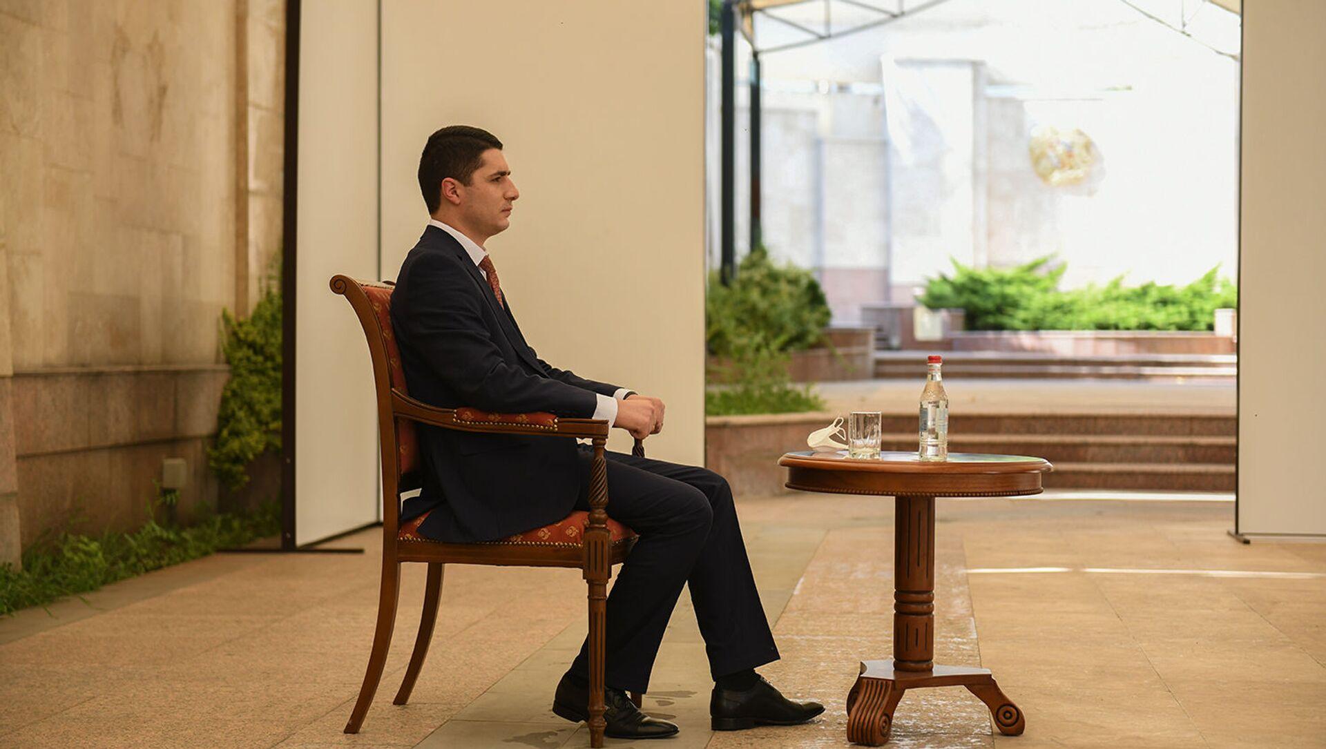 Директор СНБ Аргишти Кярамян на встрече с президентом Армении (2 июля 2020). Еревaн - Sputnik Արմենիա, 1920, 07.07.2021