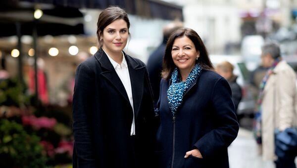 Ануш Торанян (слева) избрана советником мэра Парижа Энн Идальго (справа) (29 июля 2020). Париж - Sputnik Армения