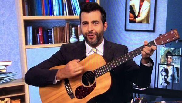 Иван Ургант с гитарой - Sputnik Армения