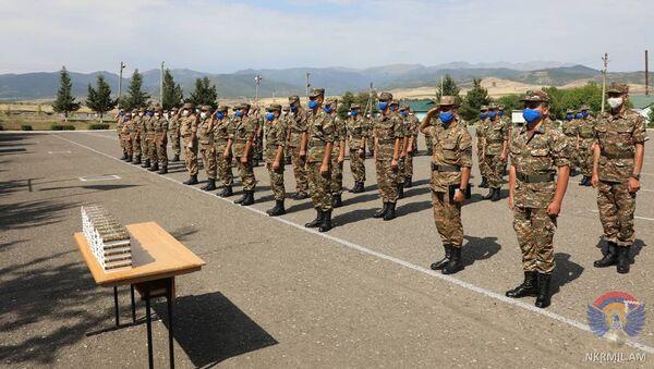 Командующий Армией обороны Карабаха Джалал Арутюнян поприветствовал призывников в воинскую часть (5 июля 2020). Карабах - Sputnik Армения