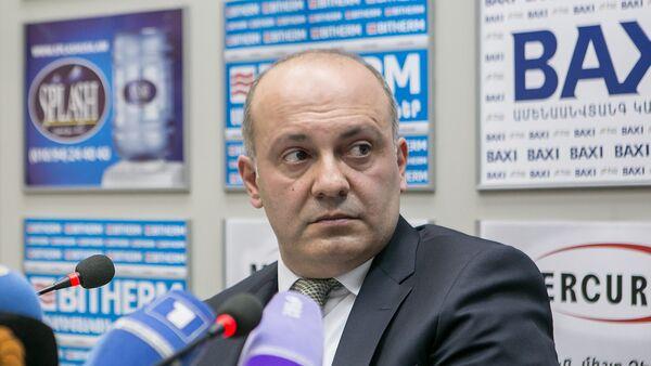 Заместитель начальника следственного управления СНБ, руководитель следственной группы по делу Артура Варданяна Микаэл Амбарцумян - Sputnik Армения