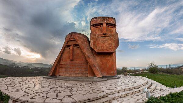 Памятник Мы-наши горы. Степанакерт. НКР - Sputnik Արմենիա