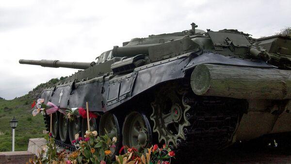 Танк  Տ-72 - памятник, ознаменующий победу в Шуши. Нагорный Карабах - Sputnik Արմենիա