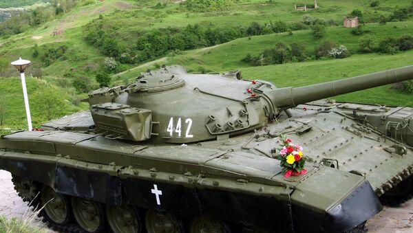 Танк  Տ-72 - памятник, ознаменующий победу в Шуши. Нагорный Карабах - Sputnik Армения