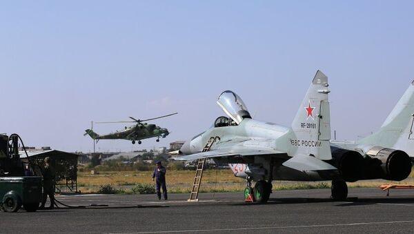 В горах Армении начались совместные летные тактические учения истребительной и армейской авиации Южного военного округа. - Sputnik Армения