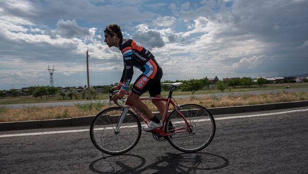 Чемпионат Армении по велоспорту по трассе Ереван-Армавир - Sputnik Армения