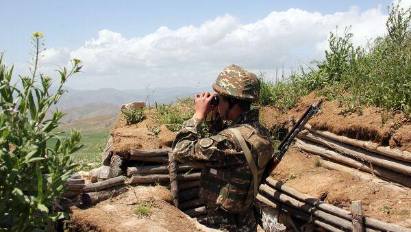 Военнослужащий армянской армии на боевой позиции - Sputnik Армения