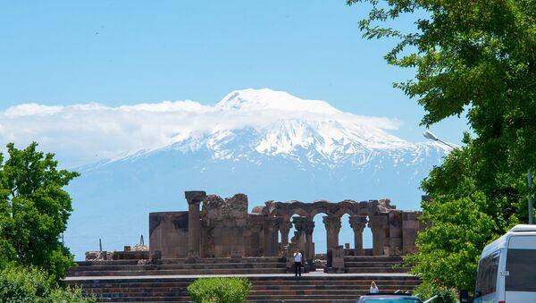 Храм раннесредневековой армянской архитектуры Звартноц - Sputnik Армения