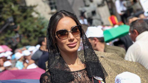 Назени Ованнисян на мессе Папы Римского в Гюмри  - Sputnik Արմենիա