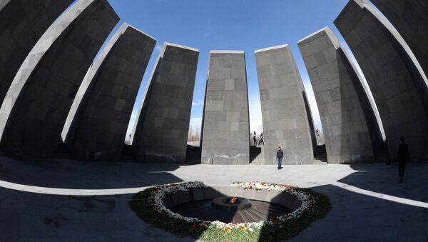Вечный огонь Мемориала жертв геноцида армян Цицернакаберд - Sputnik Армения