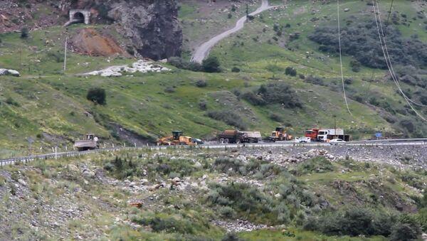 Дорога у КПП Верхний Ларс - Sputnik Армения