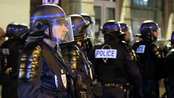 Сотрудники полиции Франции. Архивное фото. - Sputnik Армения