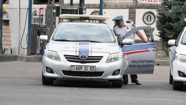 Сотрудник дорожной полиции Армении  - Sputnik Армения