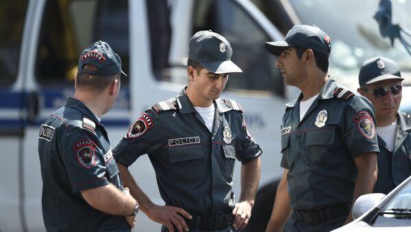 Сотрудники полиции Армении - Sputnik Армения