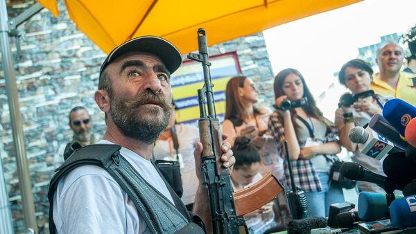 Члены вооруженной группы, захватившей здание полка ППС в Ереване. Павлик Манукян - Sputnik Армения