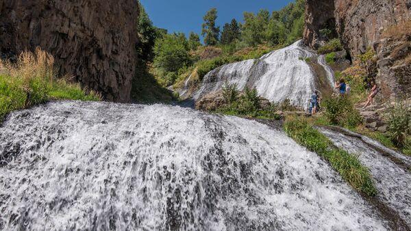 Водопад в Джермуке - Sputnik Արմենիա