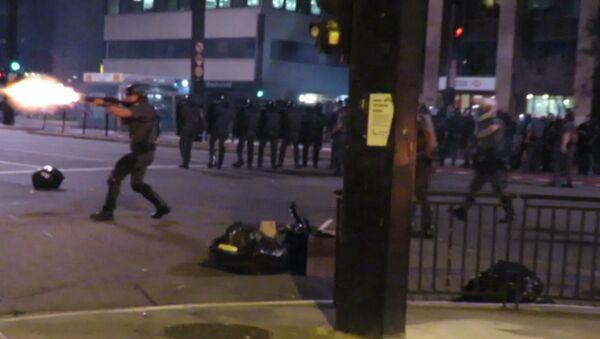 СПУТНИК_Полиция применила слезоточивый газ против сторонников Роуссефф в Сан-Паулу - Sputnik Армения