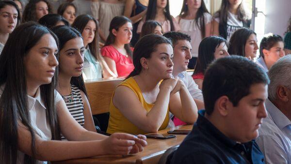 Первое сентября. Первокурсники - Sputnik Армения