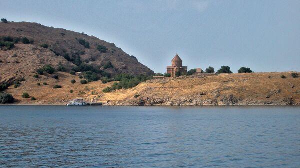 Остров Ахтамар, озеро Ван. Турция (Западная Армения) - Sputnik Армения