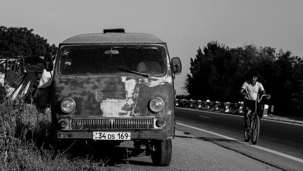 Следы СССР в Армении. Машина марки ЕРАЗ армянского производства - Sputnik Армения