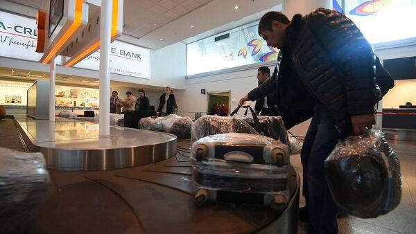 Как пассажиры получают багаж в аэропорту Звартноц - Sputnik Արմենիա