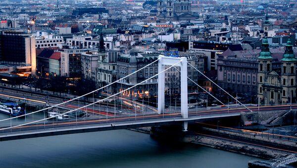 Мост Эржебет в Будапеште, названный в честь императрицы Елизаветы Баварской - Sputnik Армения