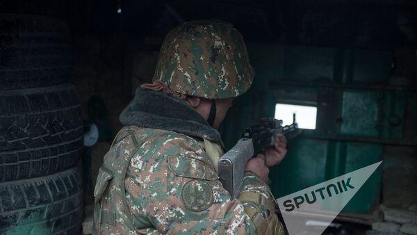 Военнослужащий армянской армии на боевом посту - Sputnik Армения
