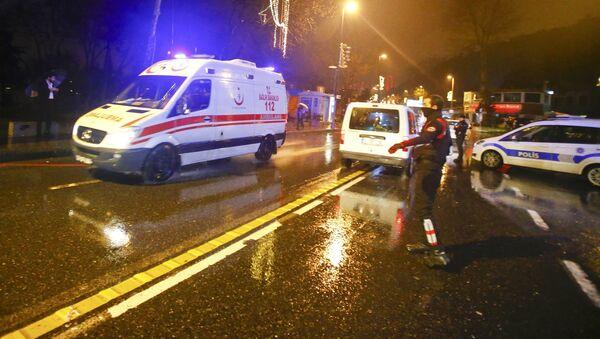 Скорая помощь рядом с ночным клубом Стамбула, на который произошло вооруженное нападение в новогоднюю ночь - Sputnik Армения