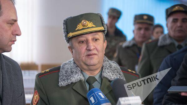 Мовсес Акопян в сборном пункте  - Sputnik Армения