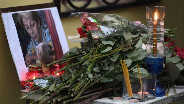 Цветы в память о погибших в крушении самолета Ту-154 Минобороны РФ - Sputnik Армения