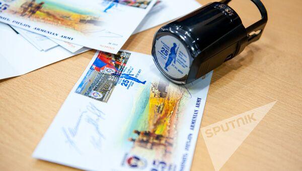 Гашение марок, посвященных 25-летию формирования армянской армии - Sputnik Армения