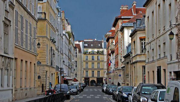 Паркинг на одной из улиц в Париже - Sputnik Армения
